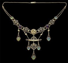Necklace | Henry Wilson (British, 1864–1934). 'The Apollo'.  18k gold, chalcedony, amethyst.  ca. 1904.