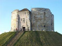 """""""Clifford's Tower"""", Castelo de York. # York, England."""