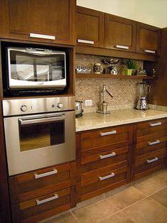 Amoblamiento de cocina a medida Kitchen Cupboard Designs, Kitchen Room Design, Modern Kitchen Cabinets, Kitchen Layout, Home Decor Kitchen, Interior Design Kitchen, Kitchen Furniture, New Kitchen, Kitchen Walls