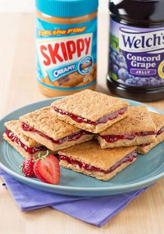 Graham cracker peanut butter and jelly sandwiches. back to school lunch ideas. P… Graham cracker peanut butter and jelly sandwiches. back to school lunch ideas. Toddler Snacks, Healthy Snacks For Kids, Easy Snacks, Healthy Food, Baby Food Recipes, Snack Recipes, Cooking Recipes, Kids Lunch For School, School Lunches