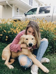 Discover recipes, home ideas, style inspiration and other ideas to try. Puppy Pictures, Cute Pictures, Vsco Pictures, Girl Pictures, Animal Photography, Photography Poses, Chien Golden Retriever, Retriever Dog, Golden Retrievers