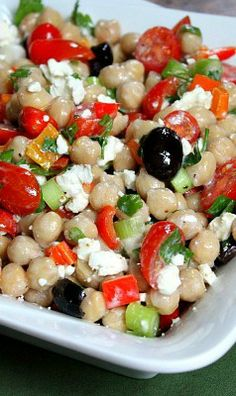 Mediterranean chickpea salad - Want to prepare it yourself? click the image!