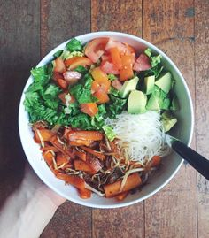 naturallytess:  Super simple and nutritious dinner tonight + snuggling under blankets and watching movies  Heaps of rice noodles underneath an easy stir fry (carrot, bean sprouts, onion, garlic, maple syrup, sweet soy sauce), lettuce, tomato and avocado    Fitness Blog