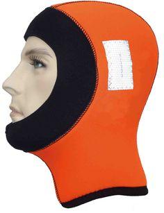 7 mm warmes Neopren in der Sicherheitsfarbe Orange, das zusätzlich mit SOLAS-Reflektoren bestückt ist, um die Sichtbarkeit auf ein Maximum zu erhöhen. Das Gesicht wird von einer 5mm Manschette umrandet