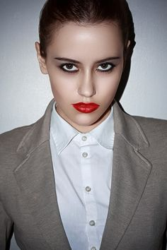 Simple yet dramatic makeup Retro Androgyne