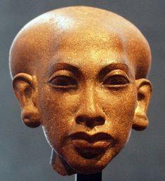 Statue Head of a Daughter of Pharaoh Akhenaten - Front, Staatliches Museum Ägyptischer Kunst München, 18th Dynasty