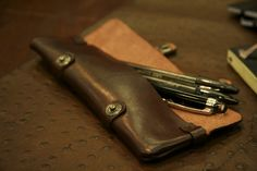 Vulcano Leather. Altri lavori in cuoio in esposizione. Other leather goods. #leather #handmade #unisex #vulcano #madeinitaly #leatherwork