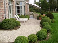 Havens South Designs loves the small repetitive shrubs and the mix of gravel and hard surface