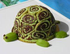 Tortue: gateau roulé au nutella. Genoise au colorant vert. Garniture mousse choco+poire. Pour les membres de la tête> kiwi