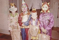 Ghost Hunting Theories is about exploring the unexplained, gathering information and sharing hypotheses. Vintage Halloween Photos, Vintage Christmas Photos, Retro Halloween, Halloween Pictures, Halloween Horror, Halloween Kids, Haunted Halloween, Halloween Stuff, Vintage Circus Party