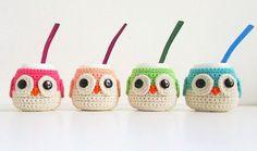 Mate Buho De Cerámica Con Funda Tejida Qué Monono - $ 180,00 Kids Bags, Knitting Designs, Pattern Making, Knit Crochet, Sewing Patterns, Diy Crafts, Quilts, Christmas Ornaments, Holiday Decor