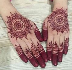 Mehndi henna designs are searchable by Pakistani women and girls. Women, girls and also kids apply henna on their hands, feet and also on neck to look more gorgeous and traditional. Circle Mehndi Designs, Round Mehndi Design, Finger Henna Designs, Back Hand Mehndi Designs, Henna Art Designs, Modern Mehndi Designs, Mehndi Designs For Girls, Mehndi Designs For Beginners, Mehndi Design Photos