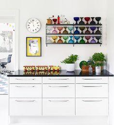 itala bowls on string shelf Boho Kitchen, Kitchen Dining, Kitchen Cabinets, String Shelf, Colorful Ice Cream, Kitchenware, Home Kitchens, Rum, Beautiful Homes