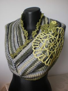 Sale Knit Scarf Hand knitted Cowl Scarf Capelet in от levintovich