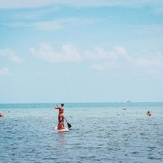 Happy summer Sunday 😎🌴🏄 #summertime #summermood #beach #lovethebeach #ocean #sup #standuppaddle #crystalwater #florida #keywest #throwbacksunday #carribean
