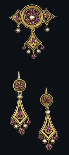 A demi-pearl and ruby jewellery set, gold 750, partly pure-gold coloured, enamelled, consisting of: brooch, 2 ear pendants, workmanship mid-19th cent., 19,5 g
