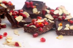 Orange Chocolate pomegranate KitKat square http://www.thepatchkeprincess.com/no-bake-orange-chocolate-pomegranate-kitkat-squareshappy-tu-bshvat/