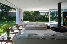 Sofa Sumaré House / Isay Weinfeld