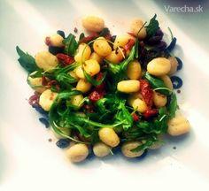 Gnocchi aglio olio e peperoncino con verdure - recept   Varecha.sk Aglio Olio, Black Eyed Peas, Gnocchi, Sprouts, Vegetables, Food, Essen, Vegetable Recipes, Meals
