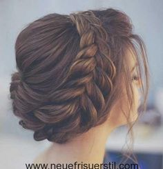 Hochzeit Wedding Hairstyles to Complement Your Wedding Dress - The perfect bridal hairsty. Alpi , Wedding Hairstyles to Complement Your Wedding Dress - The perfect bridal hairsty. [ Wedding Hairstyles to Complement Your Wedding Dress - The. Braid Styles, Short Hair Styles, Différents Styles, Braided Hairstyles, Cool Hairstyles, Braided Updo, Dress Hairstyles, Hairstyle Ideas, Layered Hairstyles