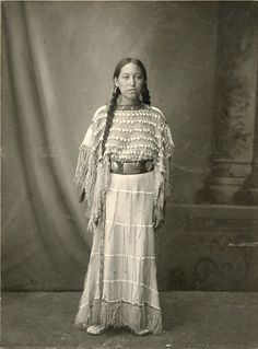 Strong Beautiful Native American Indian Woman St Louis World's Fair 1904 Vintage Native American Dress, Native American Children, Native American Images, Native American Beauty, Native American History, Native American Indians, Plains Indians, Historical Women, Native Indian