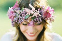 Percantik Penampilan Rambut Anda di Hari Istimewa dengan Bunga