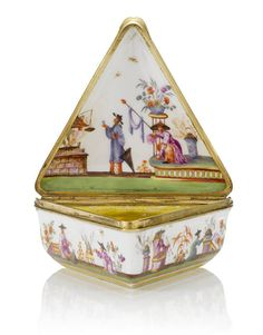 A gold mounted triangular snuff box, 19th century