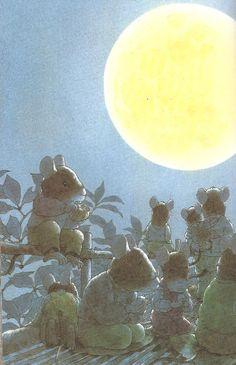 Médiathèque municipale de Mérignac  - Après le dîner, les quatorze souris se racontent leur journée. Ensuite, les enfants se préparent à se mettre au lit. Après les histoires viennent les berceuses. Par la fenêtre, la lune, silenci