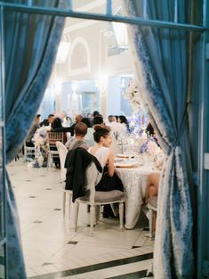 Discover recipes, home ideas, style inspiration and other ideas to try. Event Company, Event Management, Wedding Planner, Floral Design, Wedding Inspiration, Table Decorations, Events, French, Weddings