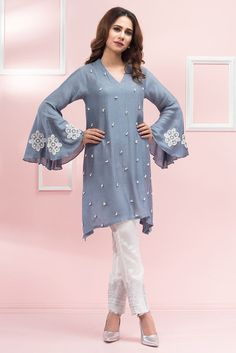 Designer Pearl Kurti with Glamours Pearl Pants at wholesale rates - Ethnic Export Best Designer Dresses, Designer Party Wear Dresses, Kurti Designs Party Wear, Kurta Designs, Blouse Designs, Latest Kurti Designs, Pakistani Fashion Casual, Pakistani Dresses Casual, Pakistani Dress Design