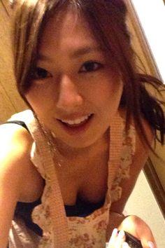 自画撮り写真。「お気に入りのエプロンで料理するよー! 何作ろうかな?」 ▼6May2014週プレ|【部屋と水着と私】佐々木麻衣ちゃんの「好きなものだけを集めた癒やしの空間」 http://wpb.shueisha.co.jp/2014/05/06/29760/ #佐々木麻衣 #Mai_Sasaki