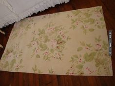 So neat - French Rose Bouquet Shabby Chic Rugs- baby's room Shabby Chic Dining Room, Shabby Chic Desk, Shabby Chic Fabric, Shabby Chic Curtains, Shabby Chic Baby Shower, Shabby Chic Style, Shabby Chic Furniture, Vintage Baby Rooms, Shabby Cottage