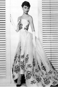 Audrey Hepburn in White-hubert-de-givenchy-dress_400