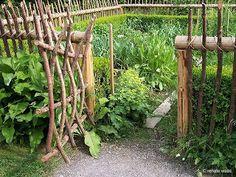 Connoisseur's garden: Cottage Garden (gotta love that naturalistic fencing!)