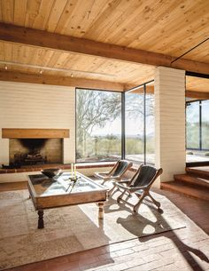 Scott Pask's retreat in Tucson pays homage to his Arizona upbringing — and defies Southwestern clichés. Home Interior, Interior Architecture, Interior And Exterior, Interior Design, New York Times, White Exterior Houses, Soho Loft, Tucson, Adobe House