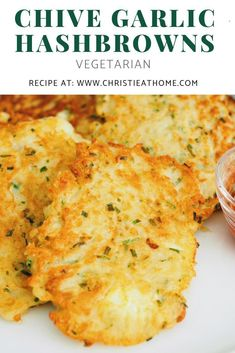 A delicious vegetarian Chive Garlic Hash Brown Recipe that you can make from home for breakfast, brunch or even lunch. Delicious as leftovers for the next day and they smell amazing, thanks to the chives and garlic. Vegetarian Recipes, Snack Recipes, Dinner Recipes, Healthy Recipes, Vegetarian Sandwiches, Going Vegetarian, Vegetarian Dinners, Brunch Recipes, So Little Time