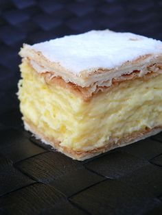 An easy vanilla custard slice recipe made with a biscuit base and topped with a classic pink icing! This is just like a bakery-bought vanilla slice! Baking Recipes, Cookie Recipes, Dessert Recipes, Custard Slice, Vanilla Custard Cake Recipe, Magic Custard Cake, Custard Tart, Custard Recipes, Kolaci I Torte