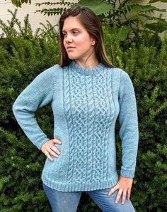 Liberty. Sweater med snoningsmønster på forstykke og ryg, som strikkes efter diagram. Her i en blanding af uld og alpaca på pinde 4½.