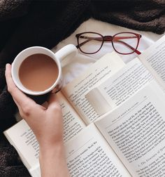 Tea, Coffee, and Books: Photo Story Instagram, Photo Instagram, Disney Instagram, Book Aesthetic, Aesthetic Pictures, Good Books, Books To Read, Advertising Quotes, Estilo Blogger
