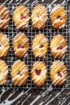 Zomerse madeleines met framboos en limoen