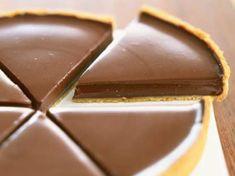Découvrez la recette secrète à la fois crémeuse et fondante de la fabuleuse tarte au chocolat du chef Frédéric Anton.