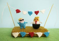 Knit a Tiny  Hillary Clinton or a Tiny  Donald Trump - FREE Pattern from @mochimochiland #knit #knitting