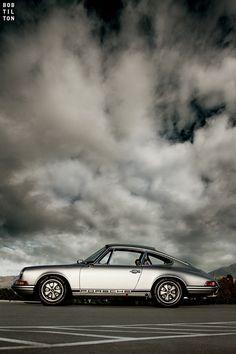 Porsche 911 beautiful car.. follow us on #instagram @mamutya