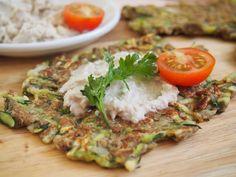 Univerzální a rychlé těsto, které se dá použít buď jako bramboráky, nebo jako tortily či tacos dle toho, čím ho ochutíte a co do něj zabalíte. Není třeba do něj dávat žádnou mouku z obilí.Navíc je plné vlákniny, důležitých omega 3 tuků a cukety, která podporuje hubnutí a detoxikaci. Broccoli, Spinach, Vegetable Recipes, Veggie Meals, Eggplant, Lowes, Quiche, Cauliflower, Zucchini
