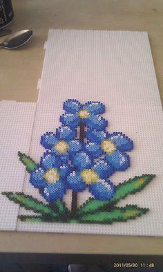 Flowers - hama perler beads - Perler Bead floral designs - Fuse bead designs - Perler Bead - Perler bead art - #perlerbead