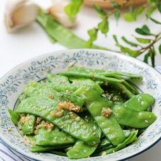 Enjoy this simple 5 minutes healthy spring and summer dish--garlic snow peas stir fry Pea Recipes, Garlic Recipes, Stir Fry Recipes, Side Recipes, Healthy Recipes, Vegetable Side Dishes, Vegetable Recipes, Veggie Tempura, Best Side Dishes