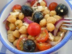 Ensalada turca de garbanzos Vegetarian Recipes, Cooking Recipes, Healthy Recipes, Fast Healthy Meals, Healthy Eating, Quinoa, English Food, Turkish Recipes, Mediterranean Recipes