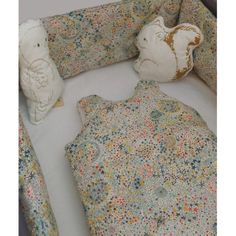 Tour de lit bébé liberty étoiles multicolores - LUCIOLE ET CIE Liberty Print, Baby Bedroom, Summer Baby, Backrest Pillow, Happy Kids, Diy For Kids, Kids Room, Baby Boy, Pillows