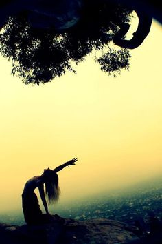 Eka Hasta Ustrasana / One-handed Camel Pose #yoga