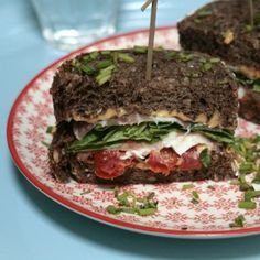 Un Maxi club sandwich ! La Cantine des cousins